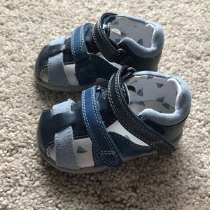 Like new!!  Toddler Boys Sandals, Size 4
